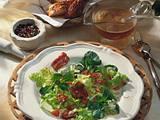 Salat-Teller mit Knusperspeck Rezept