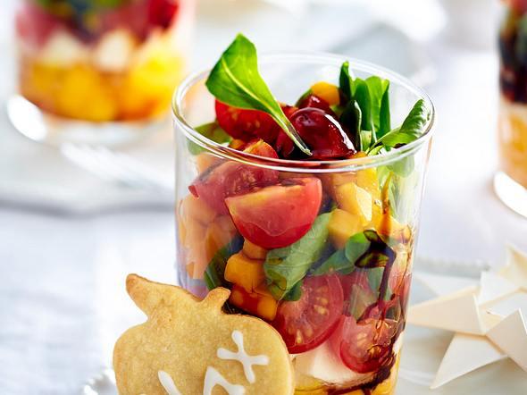 Salat-Trifle mit Mango und Mozzarella Rezept