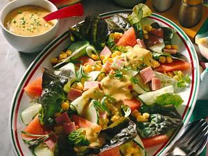 Salatplatte mit Melone und Senf-Dressing Rezept