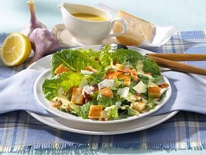 Salatteller mit Croûtons & Parmesan Rezept
