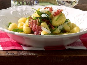 Salbei-Gnocchi con peperoncini e salvia Rezept