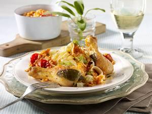 Salbei-Hähnchenkeulen auf Linsen-Tomatensoße mit Bandnudel Rezept