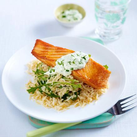 Salsa verde mit Joghurt zu Lachsfilet auf Rauke und Reis Rezept