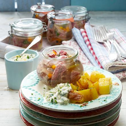 Sauerfleisch im Weckglas zu Röstkartoffeln Rezept