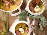 Sauerkrautsuppe mit Cabanossi und Pumpernickel-Croûtons Rezept