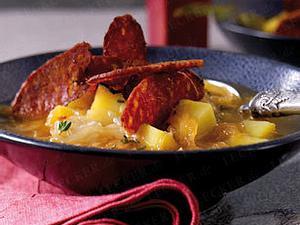 Sauerkrautsuppe mit Chorizo-Chips Rezept