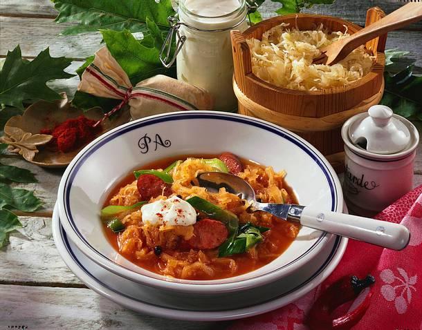 Sauerkrautsuppe mit Krakauer-Würstchen Rezept