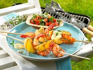 Scampi-Zitronenspieße mit Aioli und Tomaten-Petersilien-Salat Rezept