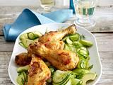 Scharfe Hähnchenkeulen auf Avocado-Gurkensalat Rezept