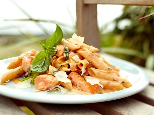 Scharfe Rigatoni mit Lachs in Peperoni-Käse-Creme Rezept