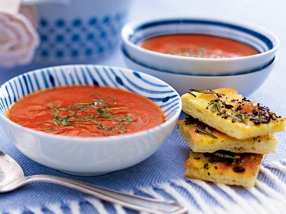 Scharfe Tomaten-Sambuca-Suppe mit Kaffee-Salz-Focaccia Rezept