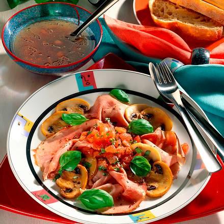Schinken-Champignons-Salat mit Tomaten-Vinaigrette Rezept