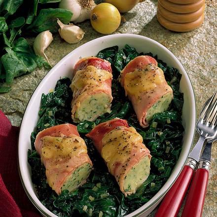 Schinken-Kartoffel-Röllchen auf Spinat Rezept