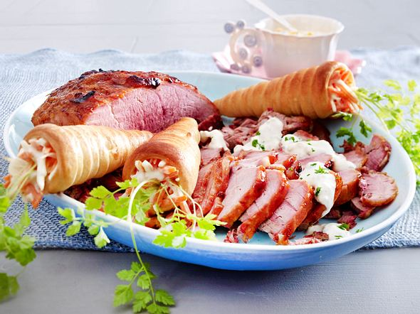 Schinkenbraten mit Bärlauchremoulade & Karottenhörnchen Rezept