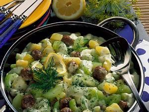 Schmorgurkenpfanne mit Beefhack-Frikadellen und Kartoffeln Rezept