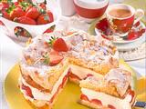 Schneemousse-Erdbeer-Torte Rezept