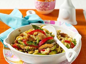 Schnelle Nudelpfanne mit knackigem Gemüse Rezept