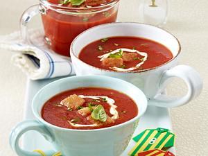 Schnelle WM-Snacks: Kalte Tomatensuppe mit Croûtons Rezept