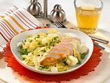 Schneller Geflügelsalat mit Curry-Saure-Sahne-Soße Rezept