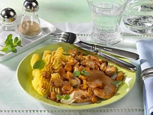 Schnitzel in Pilzsoße mit Nudeln (Diabetiker) Rezept