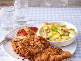 Schnitzel mit Röstzwiebel-Senfkörner-Panade zu Kartoffelsalat Rezept