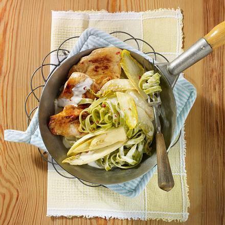 Schnitzel-Nudel-Pfanne mit Chicorée Rezept