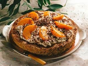 Schoko-Biskuit mit Pfirsichsahne Rezept