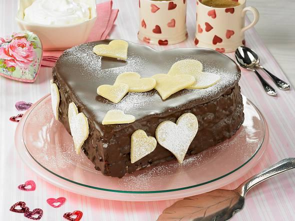 Schoko-Marzipan-Herz-Kuchen Rezept