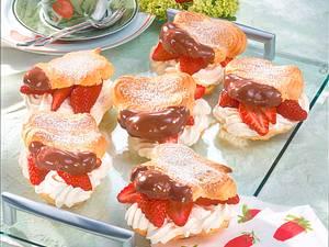Schoko-Windbeutel mit Erdbeeren Rezept