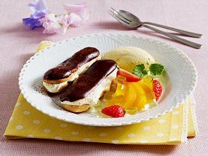 Schokoladen-Éclairs mit französischer Vanillecreme, Chartreuse-Pfirsich und selbstgemachtem Vanilleis Rezept