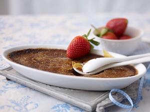 Schokoladen-Creme-Brulee mit Erdbeeren Rezept