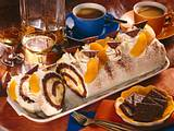 Schokoladenbiskuitrolle mit Pfirsichen Rezept