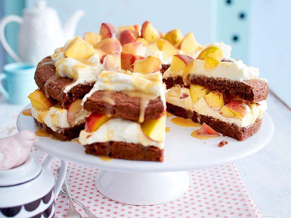 Schokoladenkuchen mit Pfirsichen und Marshmallowcreme Rezept
