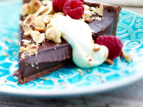 Schokoladentarte mit gerösteten Haselnüssen und Himbeeren Rezept