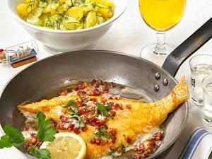 Scholle Finkenwerder Art mit Kartoffel-Gurken-Salat Rezept
