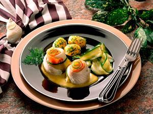 Schollenröllchen mit Lachs und Zucchini Rezept