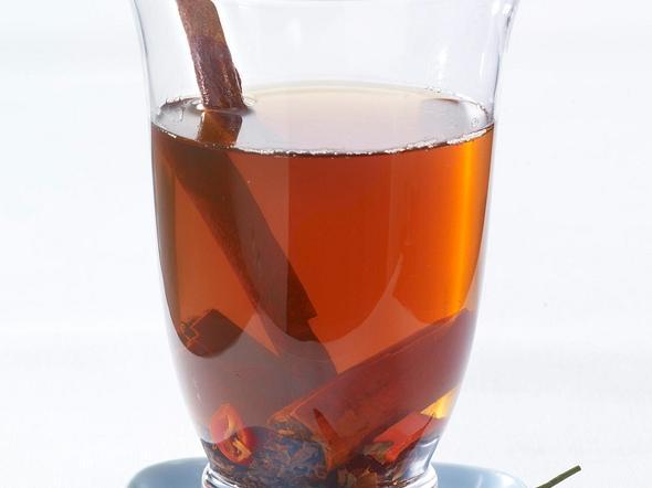 Schwarzer Tee mit Zimt & Chili Rezept