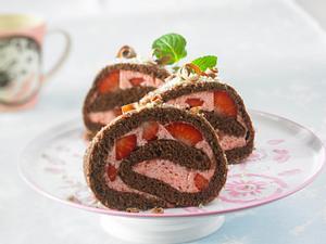 Schwarzwälder-Erdbeer-Biskuit-Rolle Rezept
