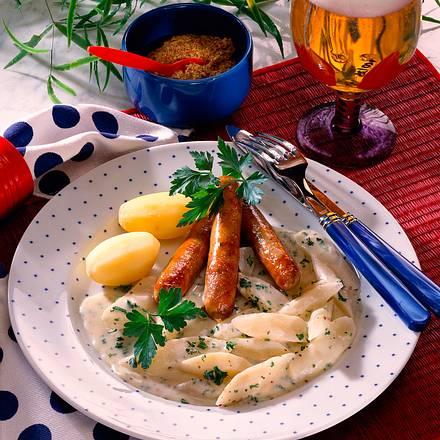 Schwarzwurzelgemüse in Petersilien-Senfsoße mit Würstchen und Salzkartoffeln Rezept