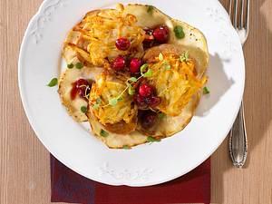 Schweine-Medaillons mit Kartoffelkruste in Cranberrysoße auf Sellerie-Carpachio Rezept