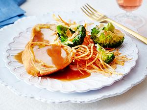 Schweinefilet im Briocheteig zu Parmesan-Mandel-Brokkoli Rezept