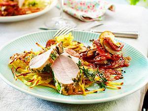 Schweinefilet im Kräutermantel auf Kartoffelstroh Rezept