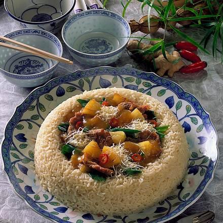 Schweinefilet süß-sauer im Reisrand Rezept