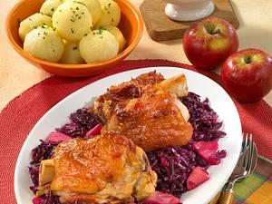 Schweinehaxen auf Apfel-Rotkohl Rezept