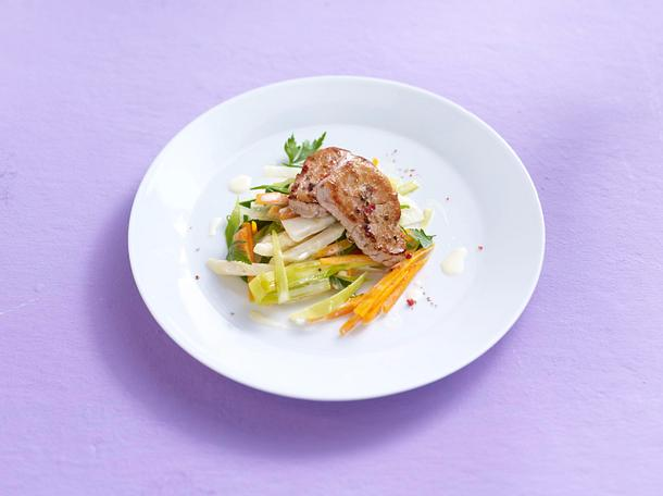 Schweinemedaillons auf Juliennegemüse Rezept
