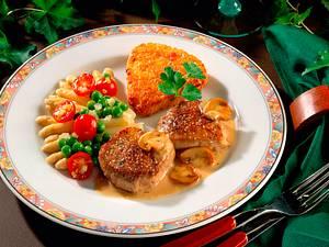 Schweinemedaillons mit Champignonsoße und buntem Gemüse Rezept