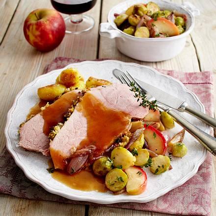 Schweineschinkenbraten mit Apfel-Rosenkohl und Röstkartoffeln Rezept