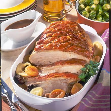 Schweineschinkenbraten mit Kruste und Backobst-Soße zu Rosenkohl Rezept