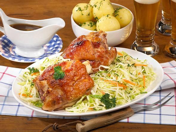 Schweinshaxe mit Krautsalat Rezept