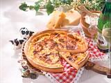 Schweizer Käsewähe mit Hefeteig Rezept